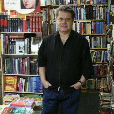 Escritor se forja nombre en el teatro neoyorkino