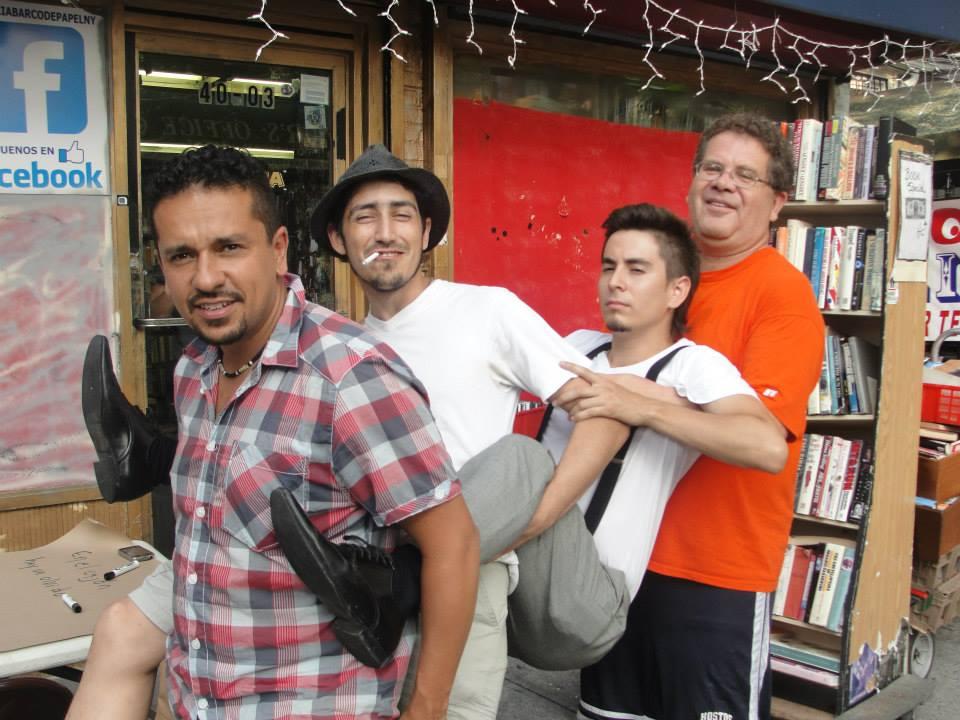 Diego Rivelino, Nicolás Linares y Christian Cuartas, los poetas; con Pablo García Gámez, el director