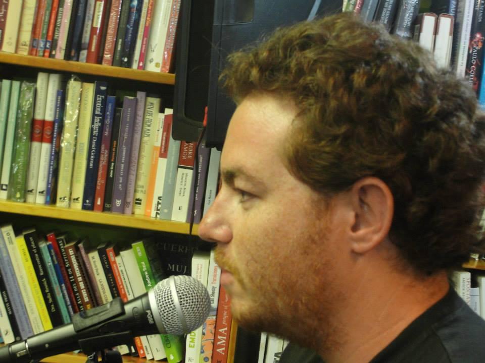 Alberto Carbide en Libreria Barco de Papel