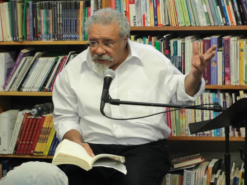 Papoleto Melendez en Barco de Papel