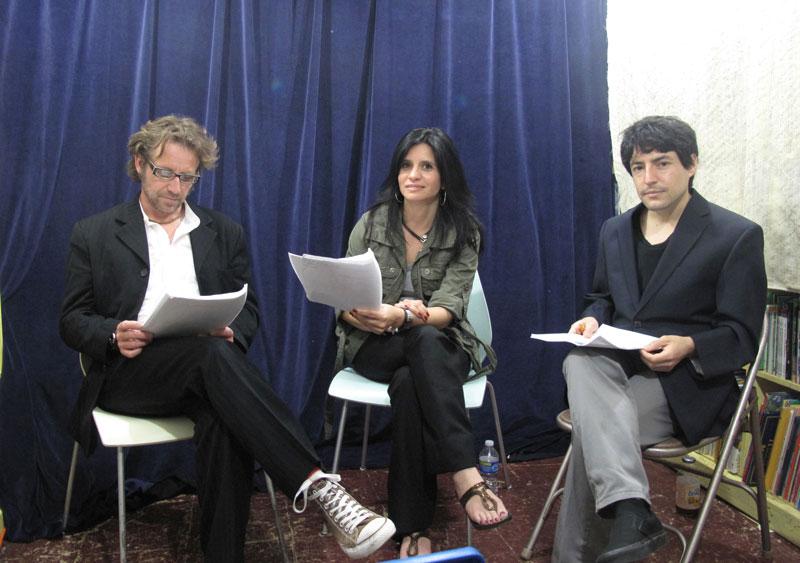 pension. En la foto de Berioska Ipinza aparecen de izquierda a derecha,  Luis Wigdorski, Paulina Turrientes y Sebastian Souryris.
