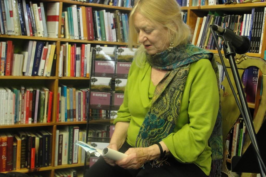 La autora Tonia León presenta su primer libro06