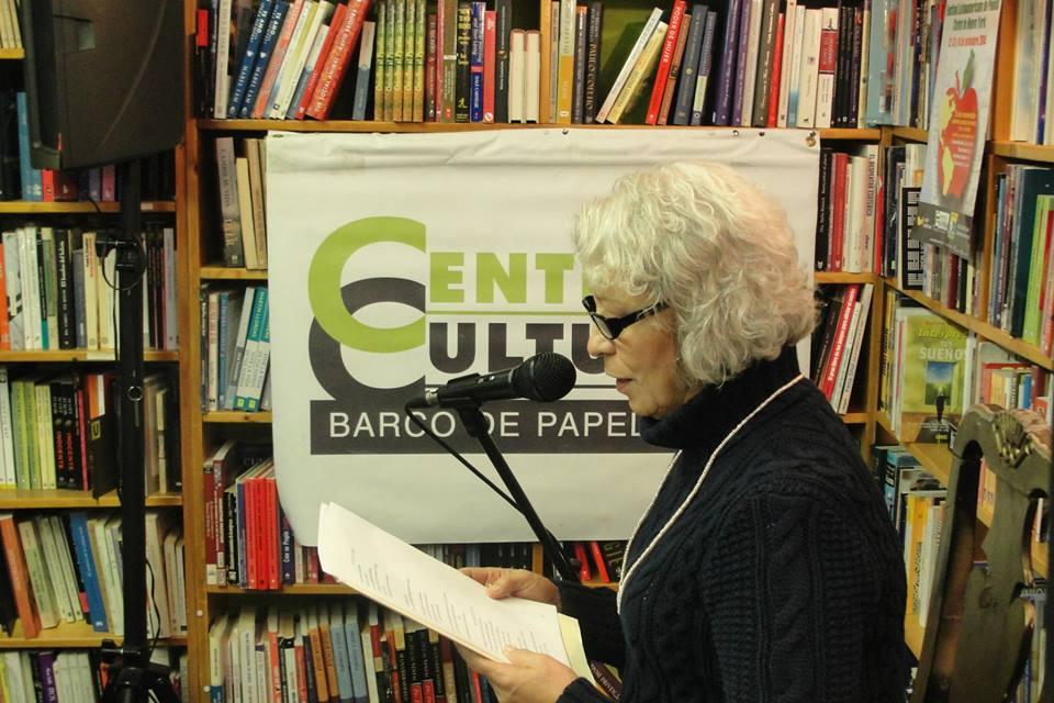 Poeta Consuelo Hernández en la presentación en Barco de Papel Nueva York. Festival Latinoamericano de Poesía de Nueva York.