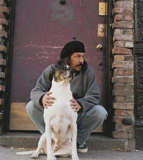El poeta y su perro Tango, bautizado con su género musical favorito.
