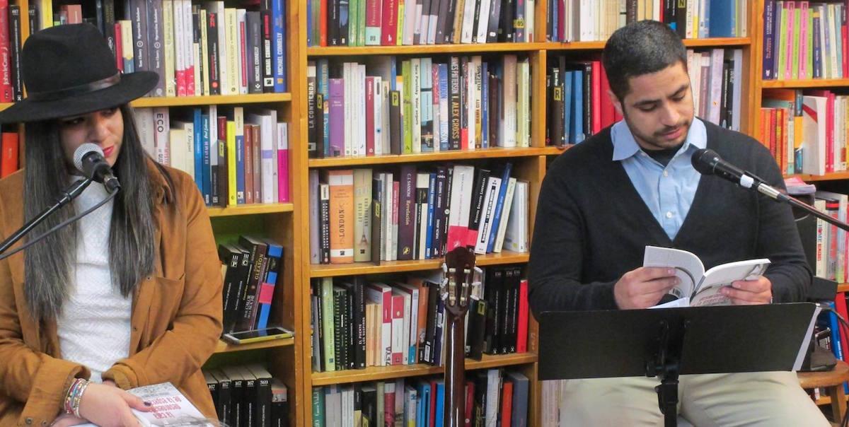 Frank Acevedo Irizarry, hermano de Marielis lee uno de sus poemas